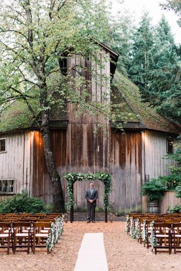 Rustic Barn Wedding Filled With Greenery | Deyla Huss Photography 21