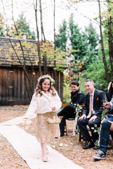 Rustic Barn Wedding Filled With Greenery | Deyla Huss Photography 27
