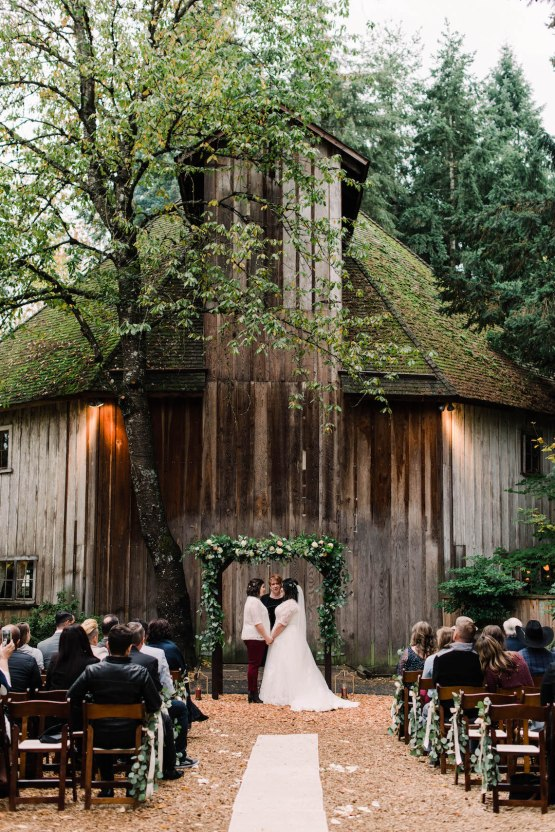 Rustic Barn Wedding Filled With Greenery   Deyla Huss Photography 28
