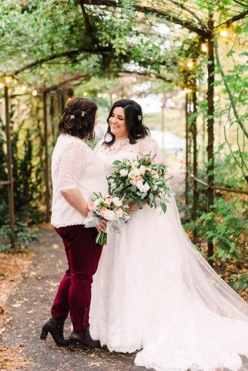 Rustic Barn Wedding Filled With Greenery | Deyla Huss Photography 39