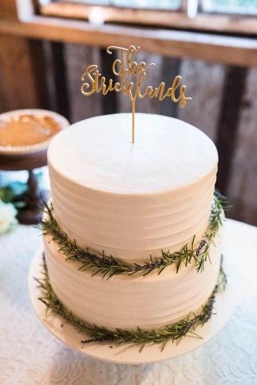 Rustic Barn Wedding Filled With Greenery | Deyla Huss Photography 43