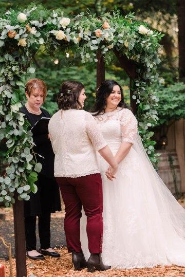 Rustic Barn Wedding Filled With Greenery | Deyla Huss Photography 48