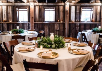 Rustic Barn Wedding Filled With Greenery | Deyla Huss Photography 6