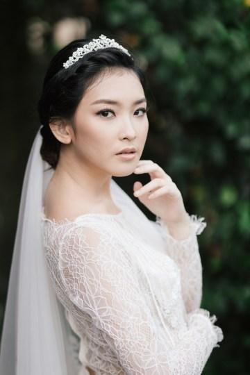 Zen Balinese Wedding Inspiration With A Dazzling Tiara   Nej Photo   Chere Weddings 15