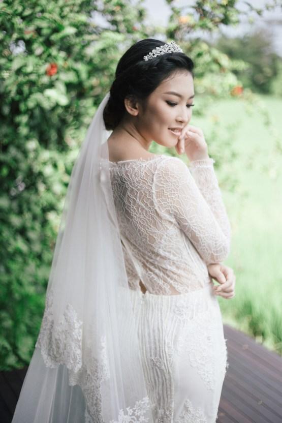Zen Balinese Wedding Inspiration With A Dazzling Tiara | Nej Photo | Chere Weddings 33