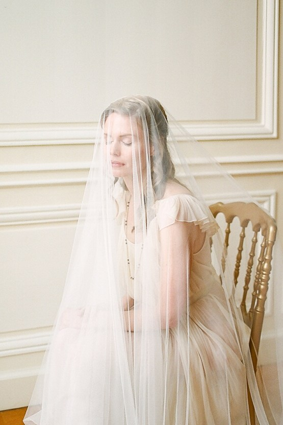 Elegant Blush Parisian Bridal Inspiration Featuring Luxurious Veils and Boudoir Ideas – Bonphotoge 20