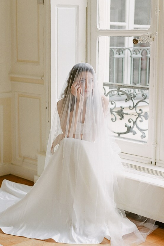 Elegant Blush Parisian Bridal Inspiration Featuring Luxurious Veils and Boudoir Ideas – Bonphotoge 24
