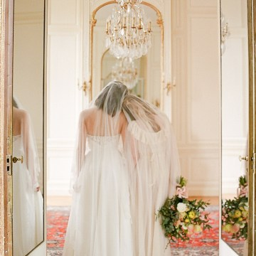 Elegant Blush Parisian Bridal Inspiration Featuring Luxurious Veils and Boudoir Ideas – Bonphotoge 32