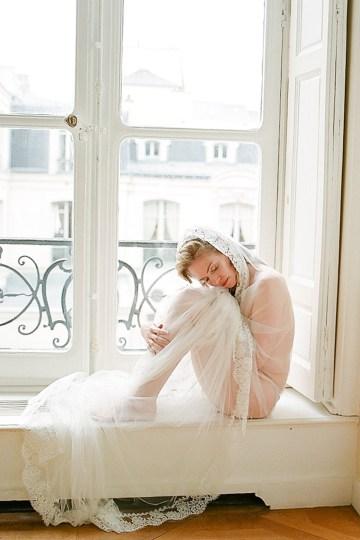 Elegant Blush Parisian Bridal Inspiration Featuring Luxurious Veils and Boudoir Ideas – Bonphotoge 42