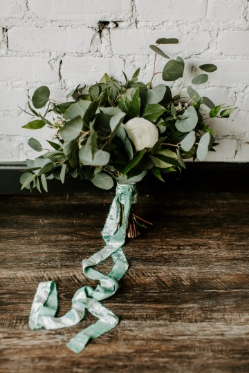 Minimal Tropical Wedding Inspiration With A Surprising Fresh Dinner Idea – Alicia Wiley 26