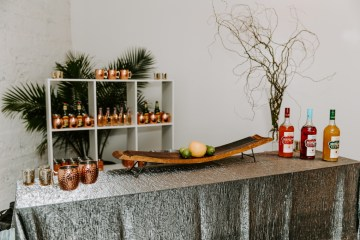 Minimal Tropical Wedding Inspiration With A Surprising Fresh Dinner Idea – Alicia Wiley 54