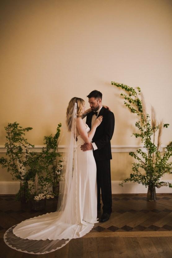 Modern Minimalistic London Wedding Inspiration – Blonde Army – Lisa Jane Photography 21