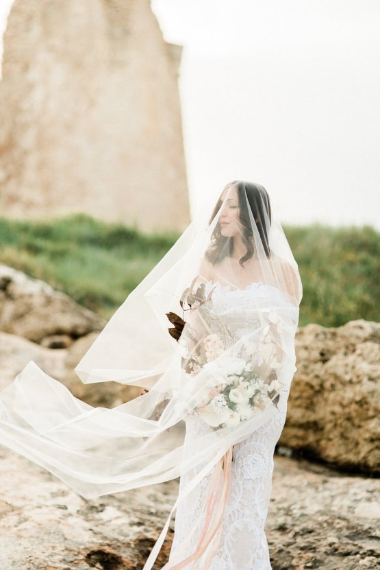 Organic and Foraged Romantic Puglia Wedding Inspiration – Lace and Luce 47