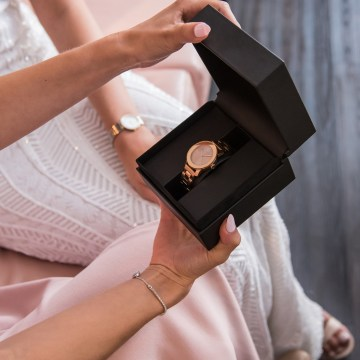 The Perfect Groom Groomsmen and Bridesmaid Gifts – Movado Watches – Kay Jewelers – Aisle Society 65