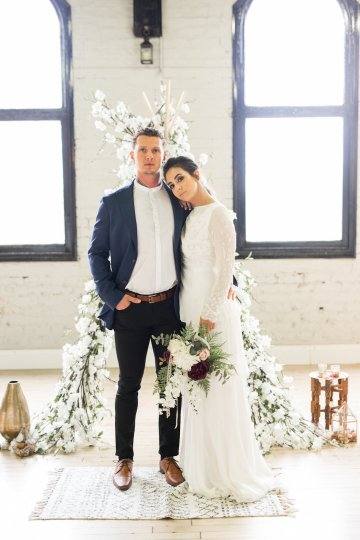 Trendy Loft Wedding Inspiration Featuring A Triangle Altar – Deluxe Blooms 28