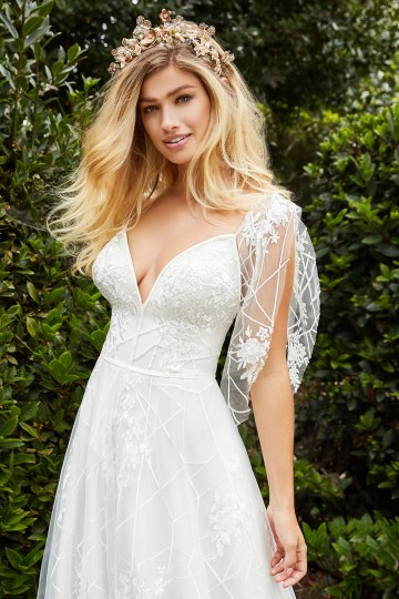 10 Stunning Wedding Dresses By Destination – Val Stefani Everest Dress 2