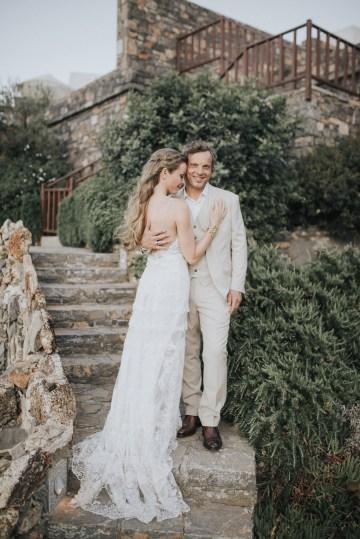 Boho Greek Island Wedding Featuring A Circle Floral Arch – Paulina Weddings 27