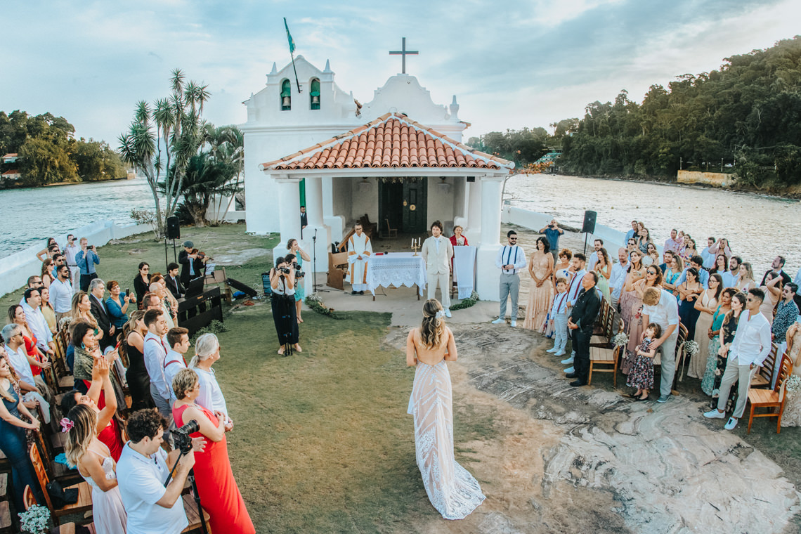 Epic Bohemian Wedding on a Tiny Island in Brazil – Val e Wander 5