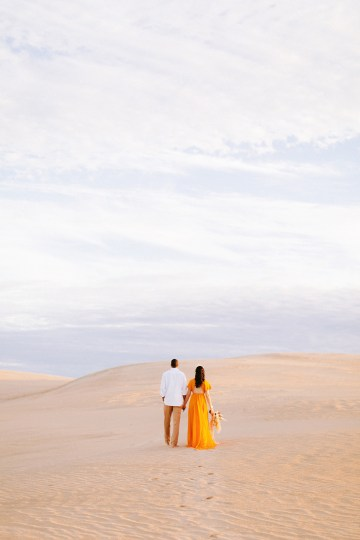 How to Style Your Engagement Session for the Perfect Save The Date – Minted Weddings 22