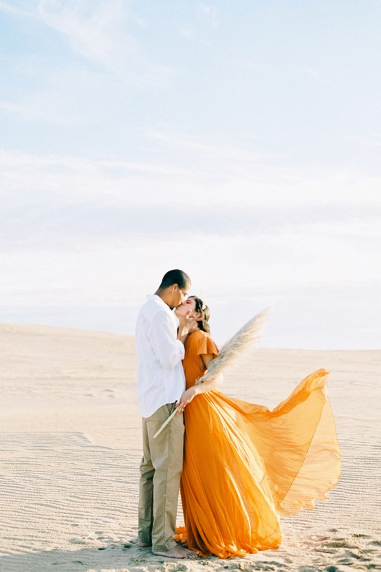 How to Style Your Engagement Session for the Perfect Save The Date – Minted Weddings 51