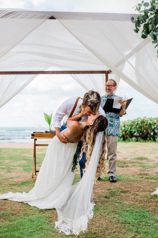 Playful and Intimate North Shore Oahu Beach Wedding – Chelsea Stratso Photography 19