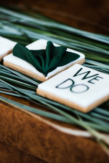 Sleek and Sexy Modern Wedding Inspiration in Emerald – Marcella Cistola 28