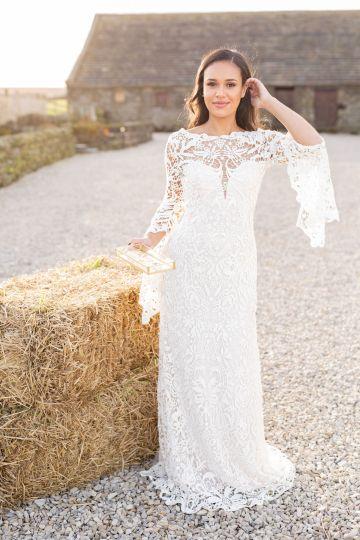 Vibrant Blossom Barn Wedding Inspiration With Creative Dessert Ideas – Deluxe Blooms – Natasha Cadman Photography 26