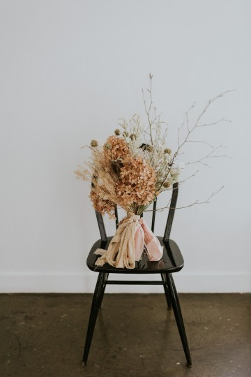 Dried Florals and Modern Minimalistic Wedding Inspiration – Maja Tsolo Photography 16