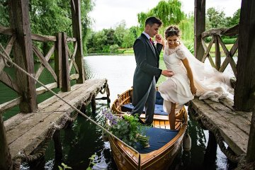 Charming English Wildflower Wedding At The Family Farm – Jonny Barratt Wedding Photography 11