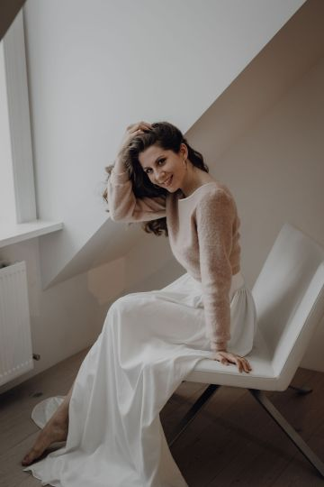 Wild Winter Wedding Inspiration from Iceland – Snowy Scenery and a Bridal Sweater – Melanie Munoz Photography 10
