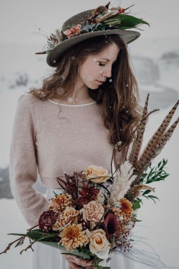 Wild Winter Wedding Inspiration from Iceland – Snowy Scenery and a Bridal Sweater – Melanie Munoz Photography 21