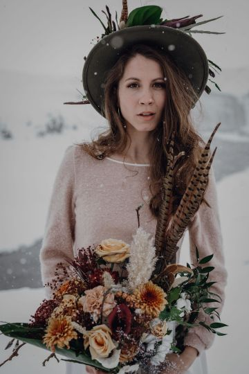 Wild Winter Wedding Inspiration from Iceland – Snowy Scenery and a Bridal Sweater – Melanie Munoz Photography 22