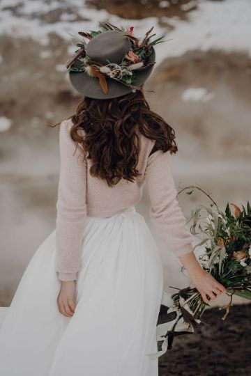 Wild Winter Wedding Inspiration from Iceland – Snowy Scenery and a Bridal Sweater – Melanie Munoz Photography 29
