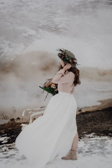 Wild Winter Wedding Inspiration from Iceland – Snowy Scenery and a Bridal Sweater – Melanie Munoz Photography 30
