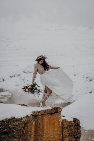 Wild Winter Wedding Inspiration from Iceland – Snowy Scenery and a Bridal Sweater – Melanie Munoz Photography 31