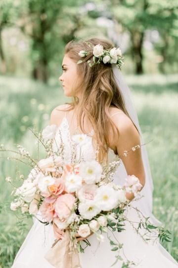Whimsical Floral-Filled Woodland Wedding – Walnut and Main – Irina Turkova Photography 33