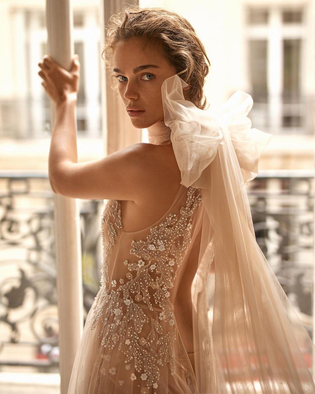 Liz Martinez 2019 Wedding Dresses: 20 Wedding Dresses With Bows Spotted At Bridal Fashion Week