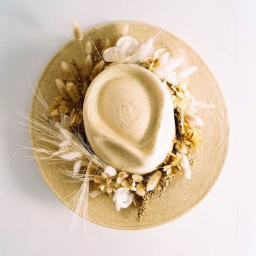 10 Beautiful Dried Flower Crowns You Can Buy on Etsy – Idyllwild Floral Co – Neutral White Beige Flower Crown and Straw Hat