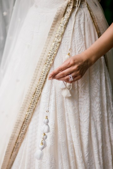 Gorgeous Gold South Asian Wedding Inspiration with a Crescent Moon Altar – Hope Helmuth Photography 22