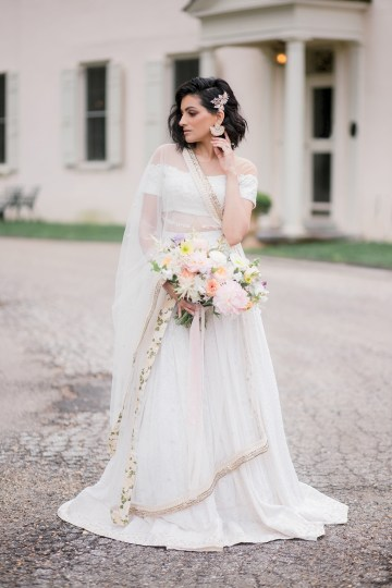 Gorgeous Gold South Asian Wedding Inspiration with a Crescent Moon Altar – Hope Helmuth Photography 26
