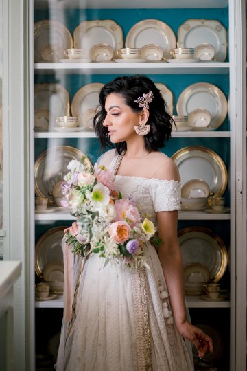 Gorgeous Gold South Asian Wedding Inspiration with a Crescent Moon Altar – Hope Helmuth Photography 28