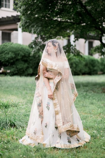Gorgeous Gold South Asian Wedding Inspiration with a Crescent Moon Altar – Hope Helmuth Photography 30