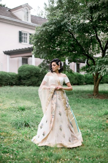 Gorgeous Gold South Asian Wedding Inspiration with a Crescent Moon Altar – Hope Helmuth Photography 31