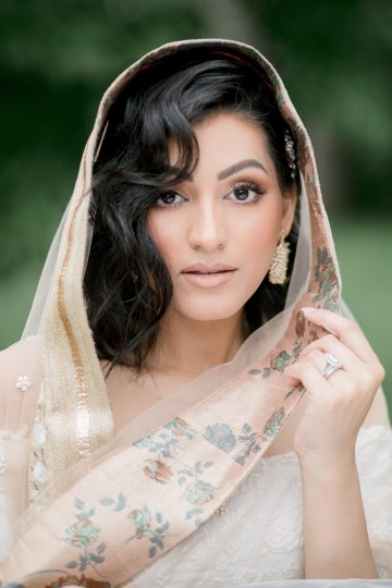 Gorgeous Gold South Asian Wedding Inspiration with a Crescent Moon Altar – Hope Helmuth Photography 33