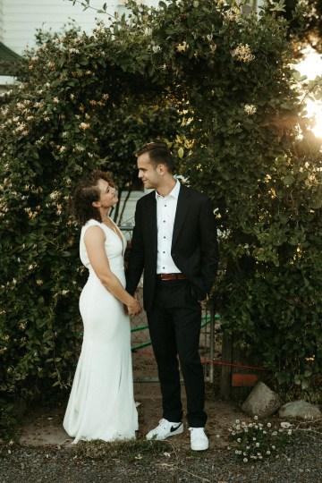 Joyous Oregon Berry Farm Wedding – Phil Chester – Peachy Keen Coordination – Hoffman Farm Store 32