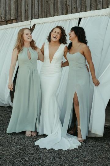Joyous Oregon Berry Farm Wedding – Phil Chester – Peachy Keen Coordination – Hoffman Farm Store 8