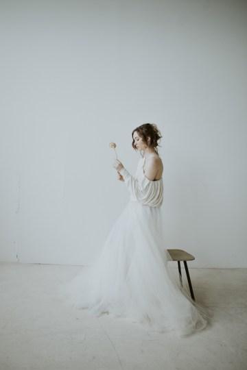 White and Taupe Minimalistic Wedding Inspiration – Vanessa Illi 27
