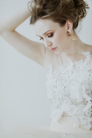 White and Taupe Minimalistic Wedding Inspiration – Vanessa Illi 46