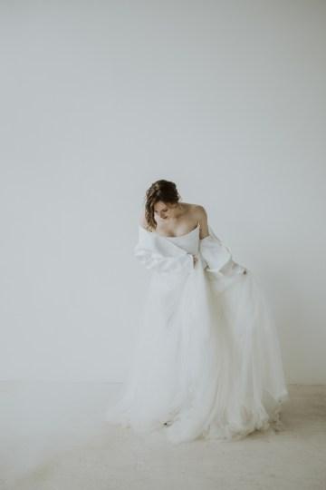 White and Taupe Minimalistic Wedding Inspiration – Vanessa Illi 7