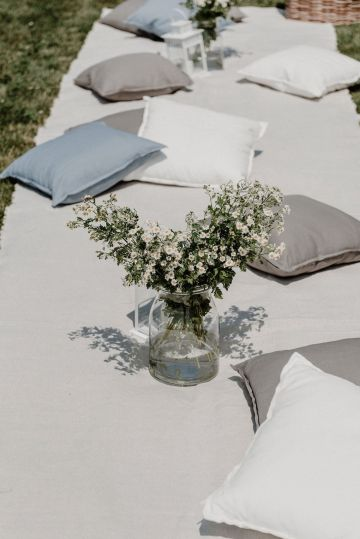 Pretty Meadow Wedding in the Czech Republic – Carols Darkroom 17